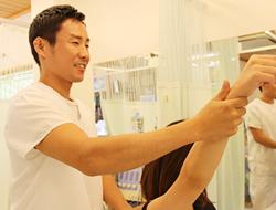 淡路市いとう鍼灸接骨院のマッサージの施術写真